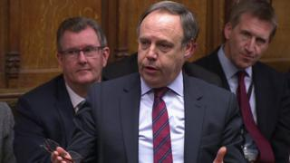 DUP MPs vote to block PM's Brexit timetable